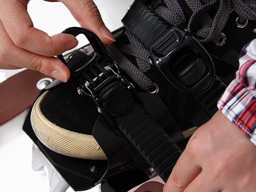トレッキングポールスノーシューセットスノーシュー装着方法(画像)画像