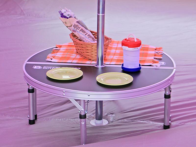 UFOテーブルのメインの特徴(テントの中心に)