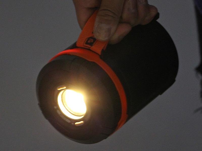 ラージポップアップランタンのメインの特徴(大型懐中電灯)