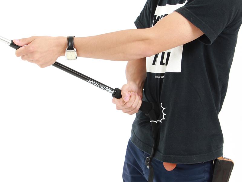 オヒトリサマトレッキングポール超ロング自撮りのコツ:自撮り棒の持ち方画像