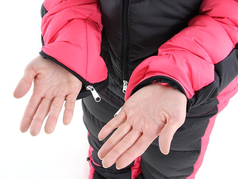 人型寝袋ver7.0 ダウンシリーズの各部の特徴(ハンドジッパー)