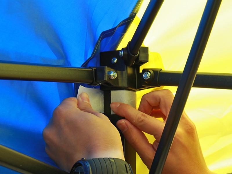 ワンタッチリビングタープの各部の特徴(固定用面ファスナー)