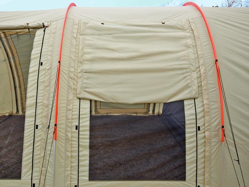 カマボコテント2の各部の特徴(日射しや雨を遮るハーフウィンドウ)