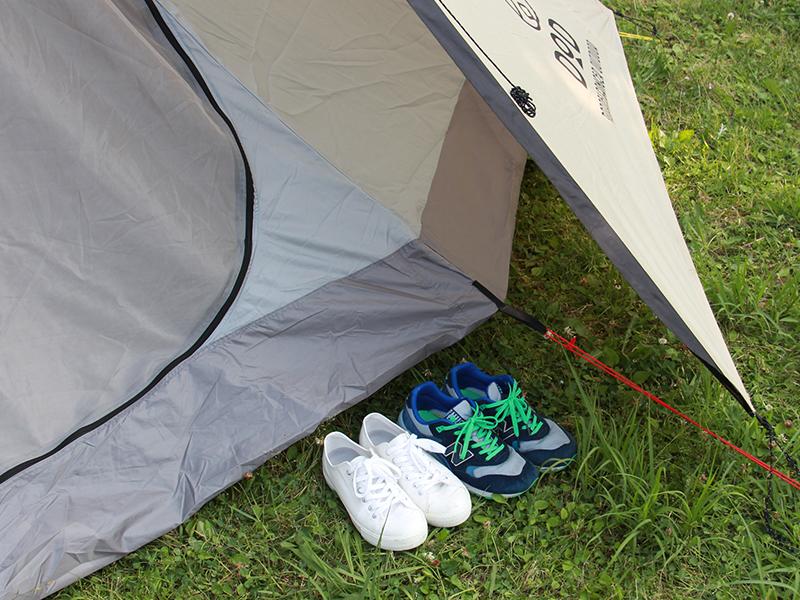 ビッグワンポールテントの各部の特徴(靴が置ける前室スペース)