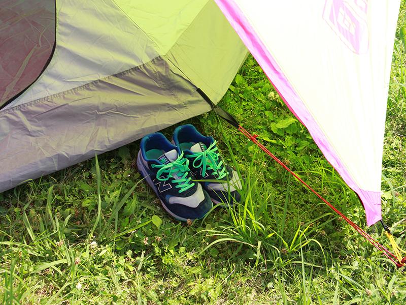 レインボーワンポールテントの各部の特徴(靴が置ける前室スペース)