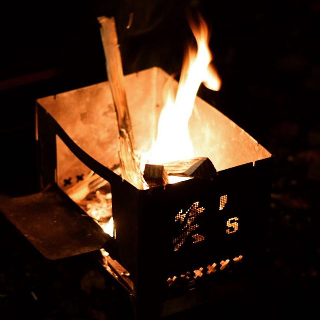 キャンプツーリング コンパクト焚き火台