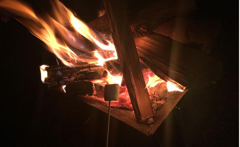 冬キャンプ 料理 焼きマシュマロ