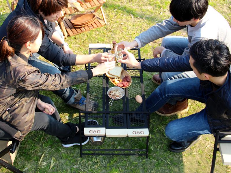 テキーラテーブルのメインの特徴(家族での食卓に対応する天板サイズ)