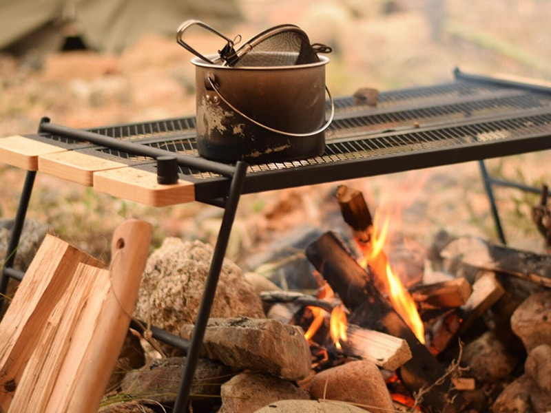 テキーラテーブルのメインの特徴(焚き火の上で使用できるタフなスペック)