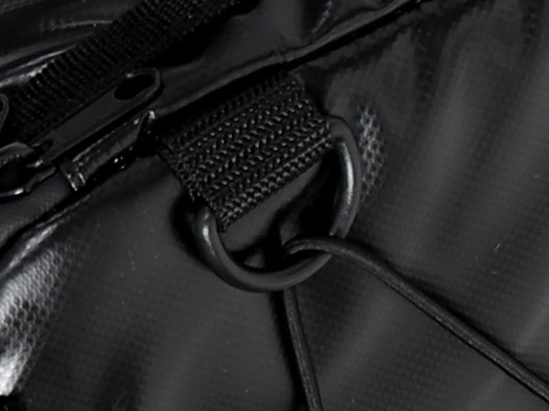 ライダーズクーラーバッグの各部の特徴(ツーリング時にバイクへ積載しやすいDリング)
