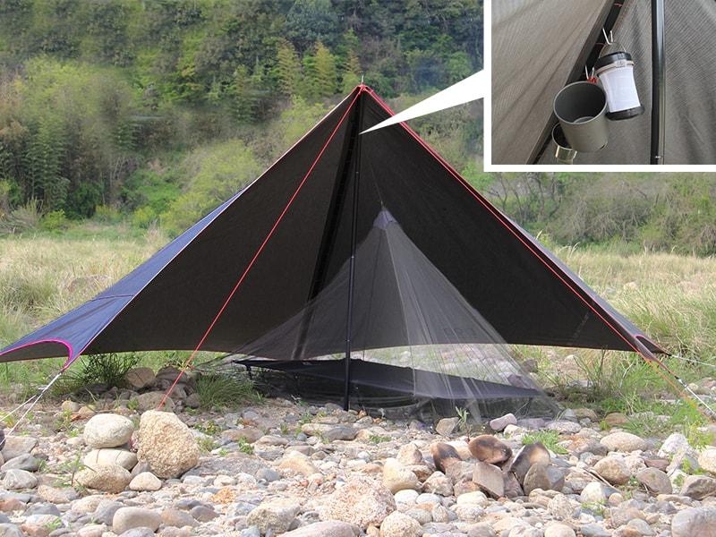 さすらいタープのメインの特徴(ランタンや蚊帳を吊るせる、フックリボン搭載)