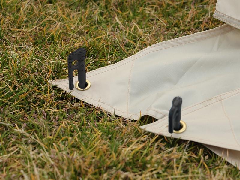 カマボコテントミニの各部の特徴(スカートのバタつき防止グロメット)
