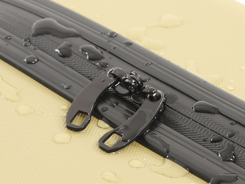 キャンパーノ・コロコーロのメインの特徴(雨が降っても中身を守る防水ジッパー)