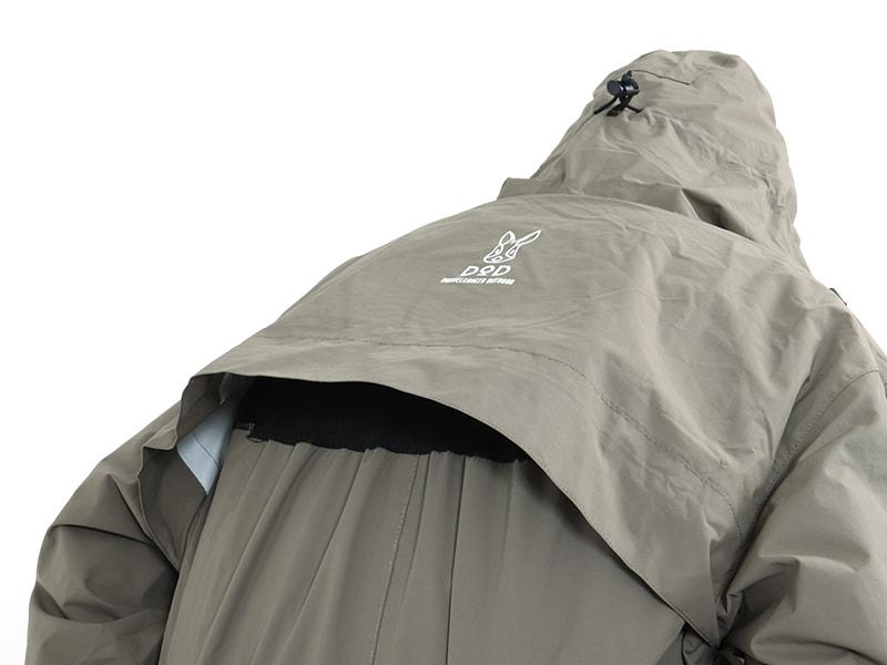 キャンパーノ・カッパーダのメインの特徴(背中の突っ張りとムレを防止するダブルバックレイヤー)