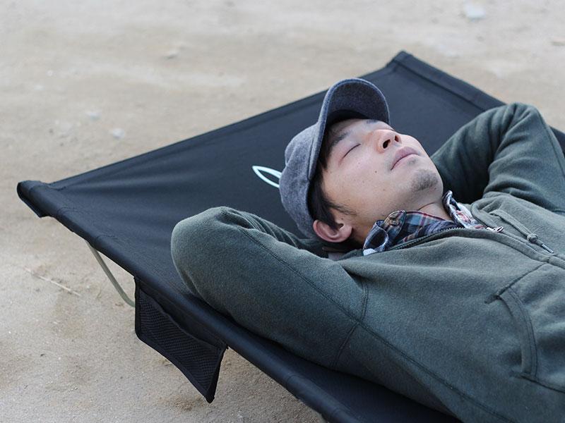 ワイドキャンピングベッドのメインの特徴(ゆったりサイズでのびのび眠れる)