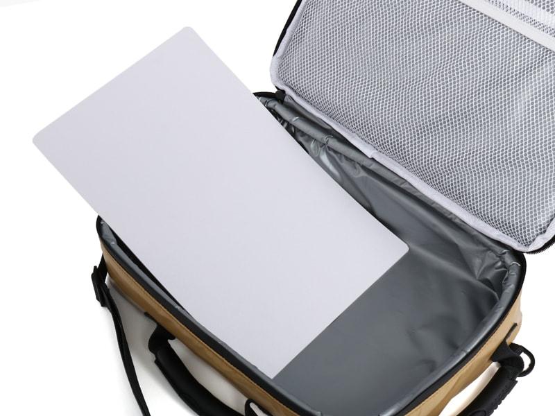 ライダーズクーラーバッグの各部の特徴(型くずれ防止底板)