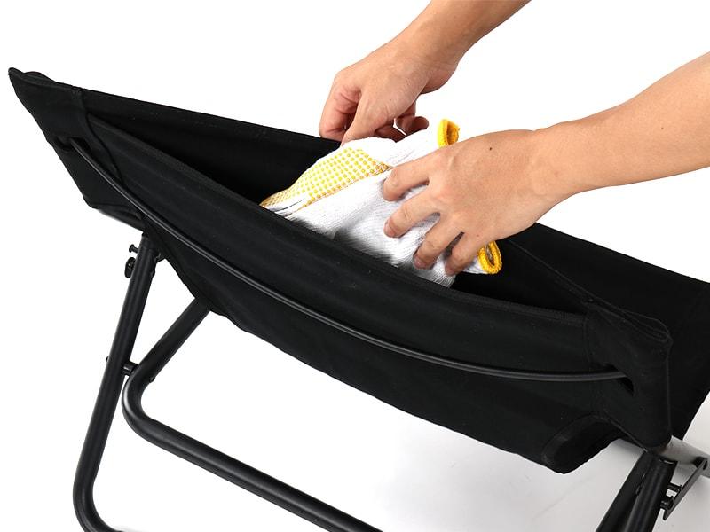 タキビチェアの各部の特徴(焚き火道具の収納に便利な背面ポケット)