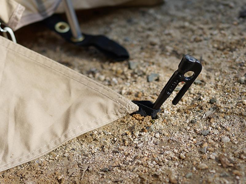 カマボコテントソロTCの各部の特徴(スカートのバタつき防止ループ)