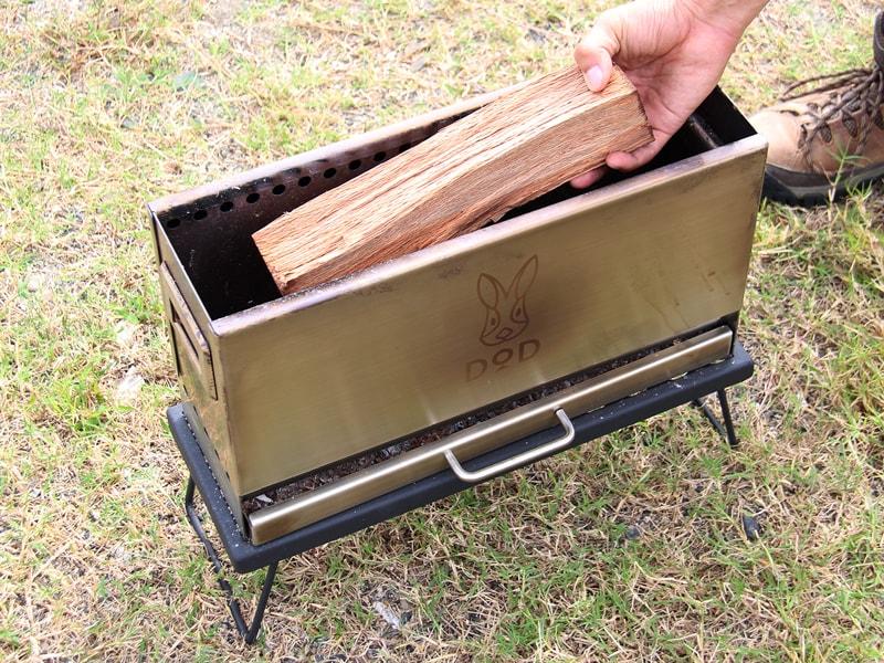 めちゃもえファイヤーのメインの特徴(40cmの薪が入るピッタリサイズ)