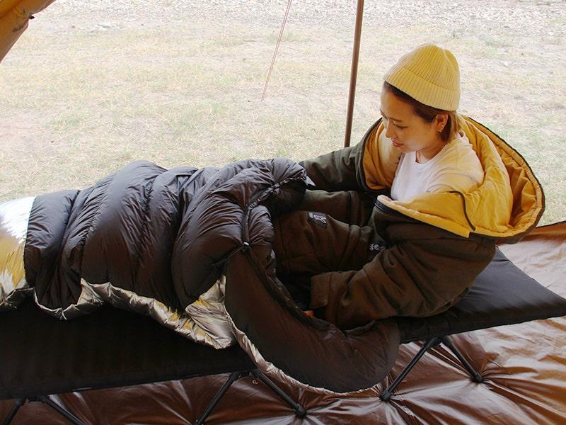 ジャケシュラ2Sのメインの特徴(封筒型やマミー型寝袋と組み合わせてさらに暖かく)