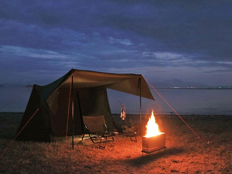 パップフーテント2の各部の特徴(火の粉や雨から寝室を守る特殊ドア構造)