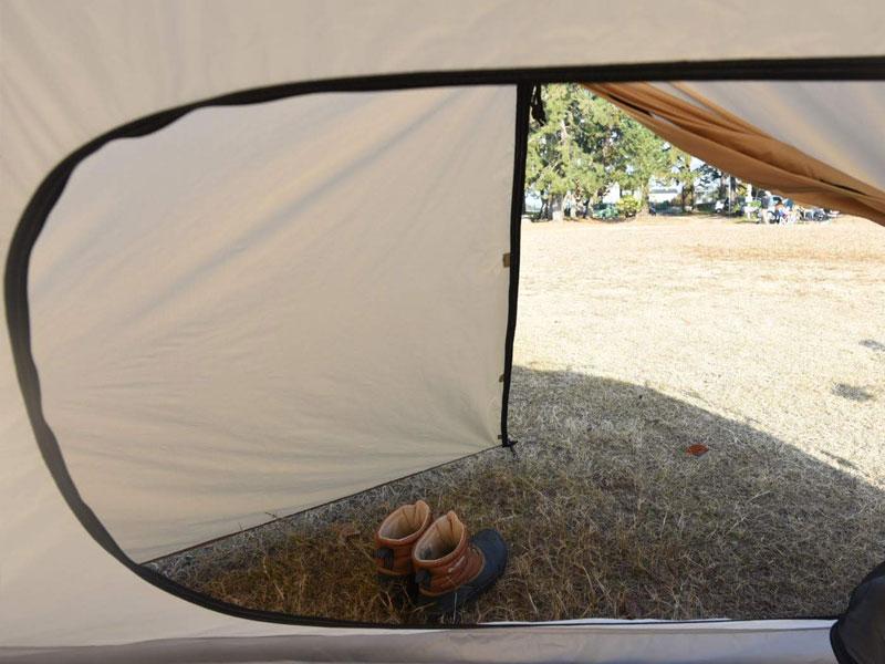 ライダーズワンタッチテントのメインの特徴(荷物や靴を置くことができる前室)