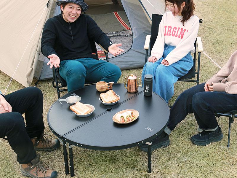 ワンポールテントテーブルのメインの特徴(みんなで囲める大型サイズ)