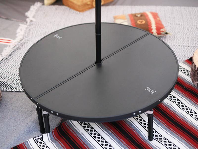 ワンポールテントテーブルのメインの特徴(ワンポールテントの真ん中に設置できる)