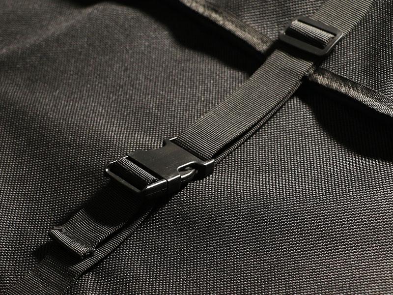 テキーラロールバッグのメインの特徴(コンプレッションベルト)