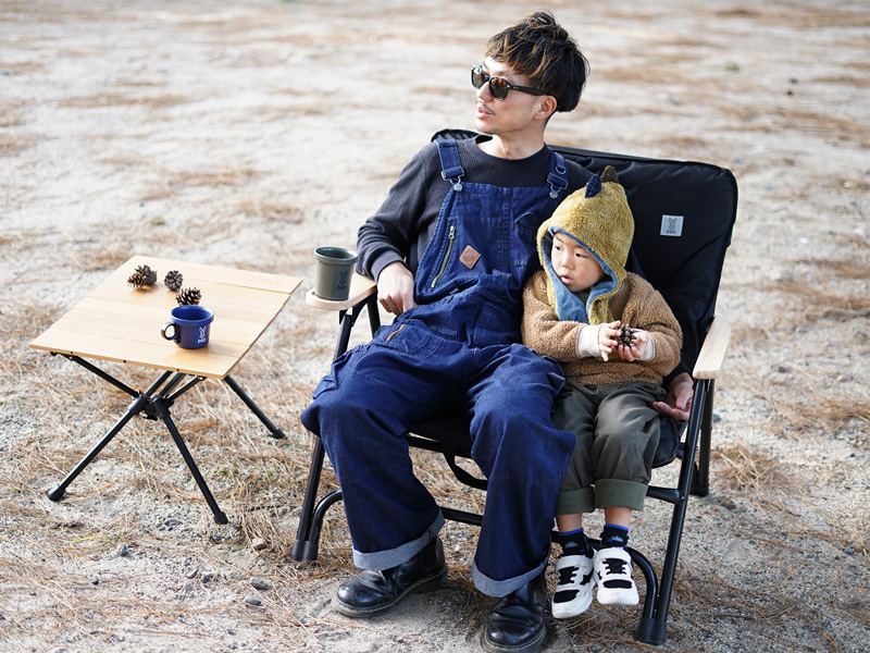 オヤコチェアのメインの特徴(親子で座れる幅広サイズ)