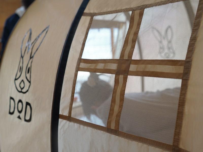 カマボコテントベビーの各部の特徴(そっとのぞけるメッシュ付き窓)